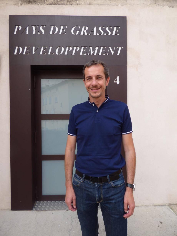 Frédéric Gabert, devant les locaux de Pays de Grasse développement au 4, rue de la Délivrance.(Photo V. T.