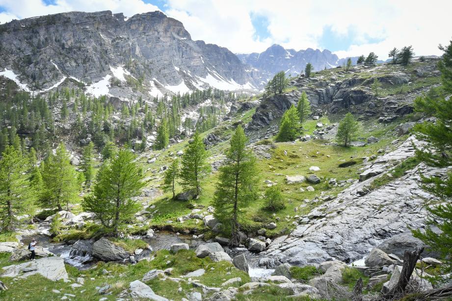 La vallée de Fontanalba, d'une grande richesse, se situe de l'autre côté du Mont Bégo par rapport à la vallée des Merveilles.