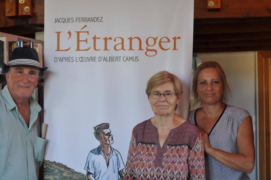Jean Zémor, Marie-Hélène Froeschlé et Françoise Moreau concrétisent le partenariat entre le ciné-club, l'association et la bibliothèque.
