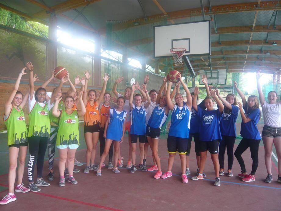 Equipes de basket de différents collèges du district Cagnois.