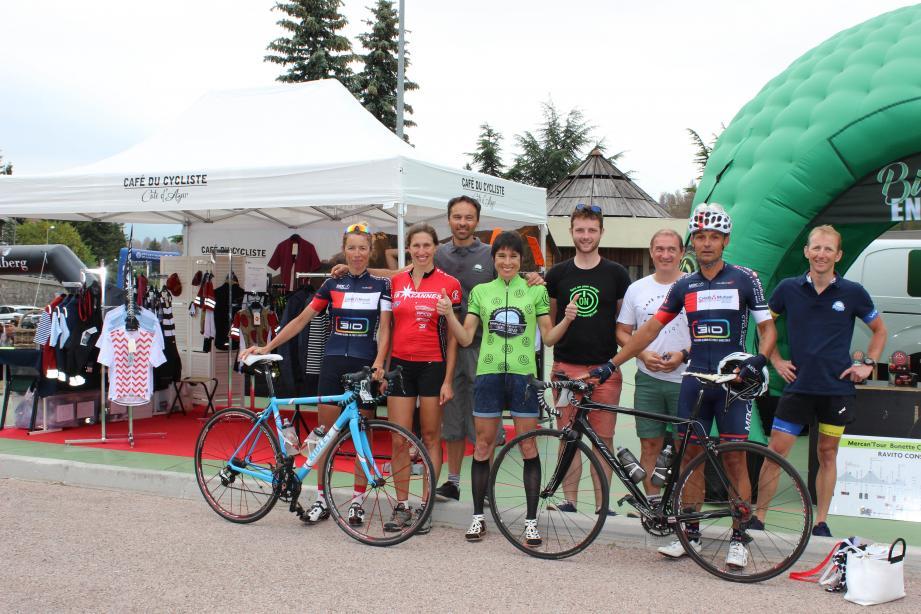 Les organisateurs et des participants heureux à l'arrivée à Valberg.