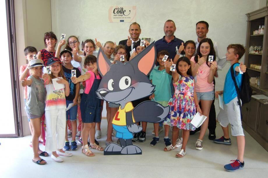 Officiellement adopté par le maire et tous les enfants, Loupy a tout pour être heureux à La Colle-sur-Loup. Il a été présenté à l'office de tourisme.