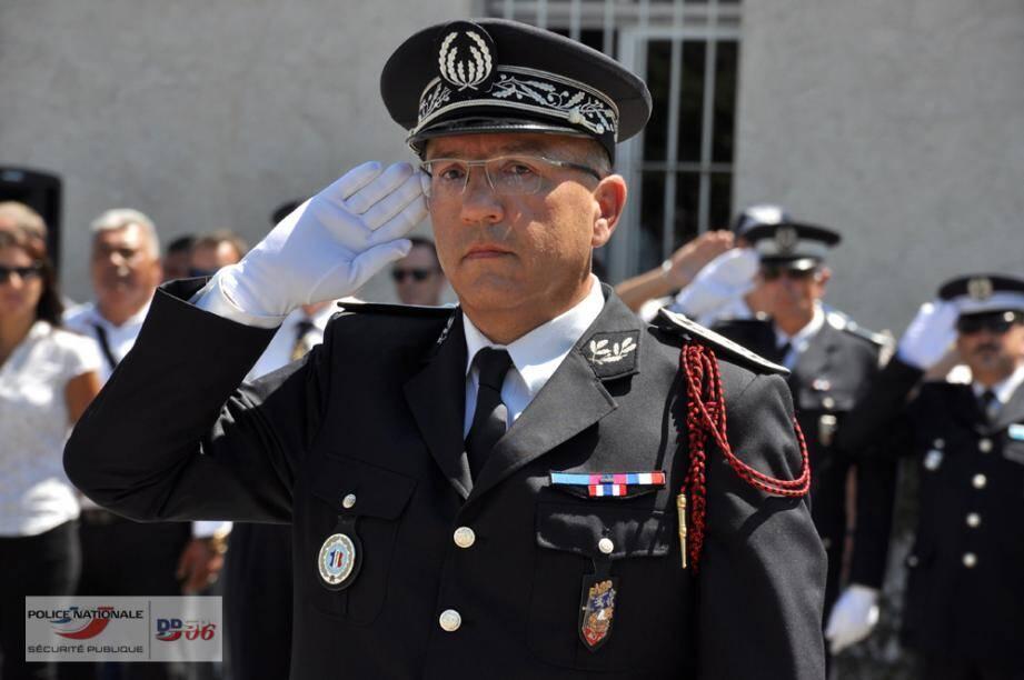 Le contrôleur général Patrick Mairesse, hier, lors de la cérémonie organisée sur la place d'armes de la caserne Auvare.