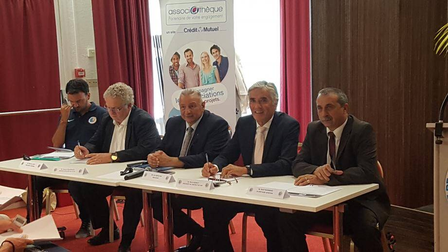 La Ligue de football de Méditerranée s'est réunie à Saint-Raphaël. L'occasion, pour le président Eric Borghini (au centre), de présenter sa première grande réforme.