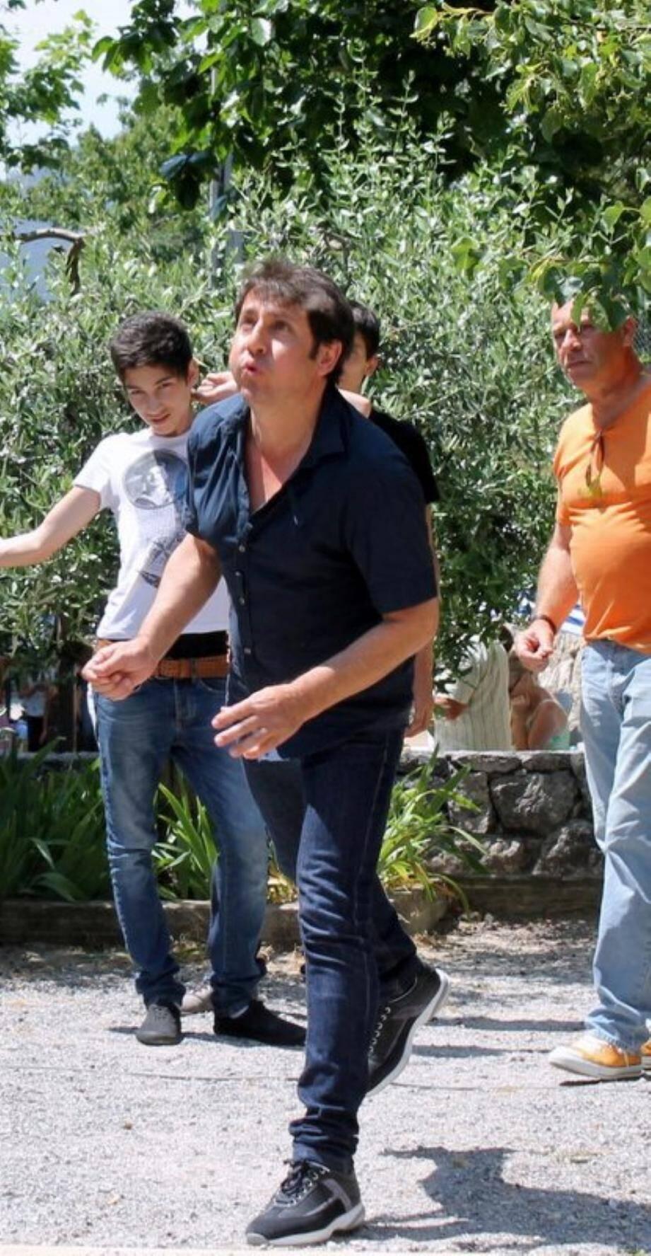 Le record de Sylvain Ferrari au concours de lancer de noyau d'olive (12 mètres) tombera-t-il ?