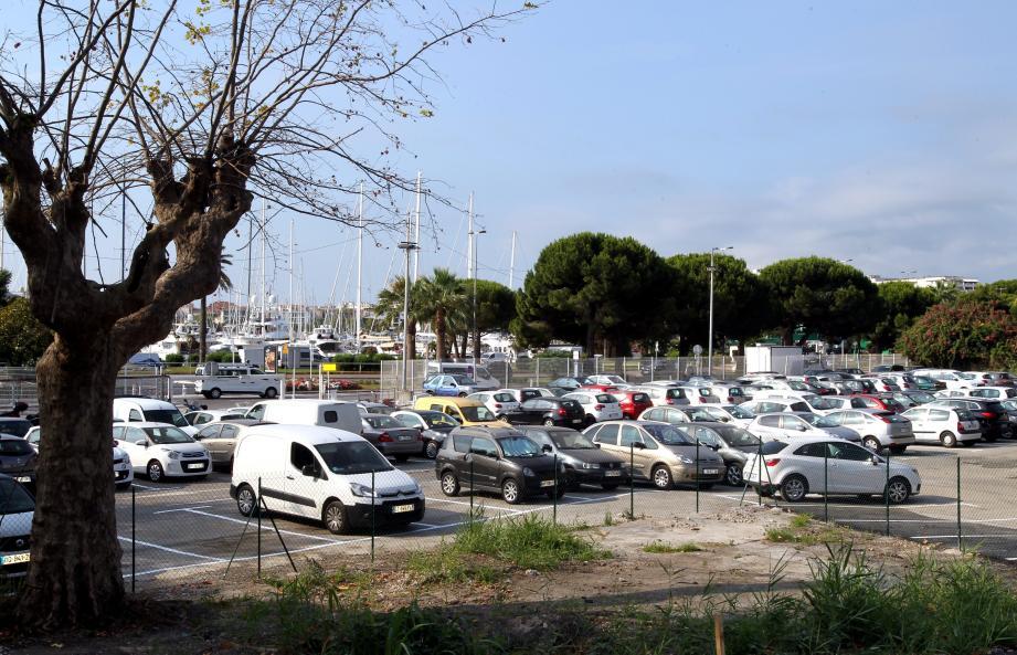 Agrandi, le parking Bouygues offre désormais une solution pour se garer gratuitement. à partir du 1er juillet une navette va relier les usagers de l'entrée de ville à la porte Marine.