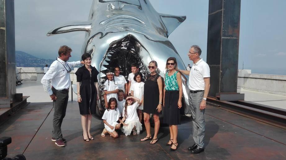 Les enfants et leur institutrice ont été accueillis mercredi au Musée océanographique de Monaco par Jean-Pierre Dick (à gauche) et Robert Calcagno (à droite).