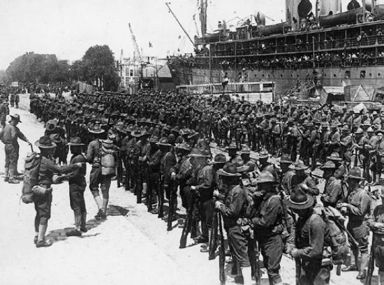 Le débarquement des troupes américaines sur le port de Saint-Nazaire, le 28 juin 1917.