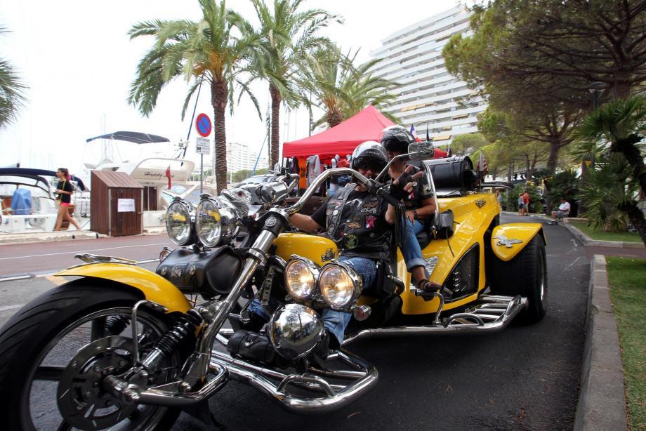 Des motos imposantes ont défilé le long du port de Marina Baie des Anges, pour le plaisir des yeux et des oreilles.