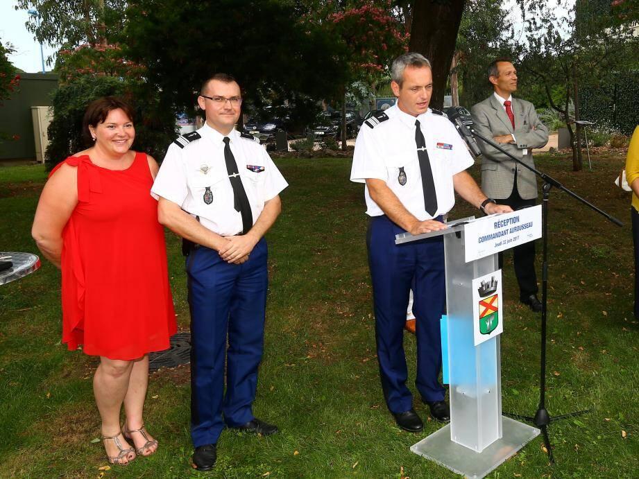 Le commandant Aurousseau particulièrement entouré pour cette cérémonie.