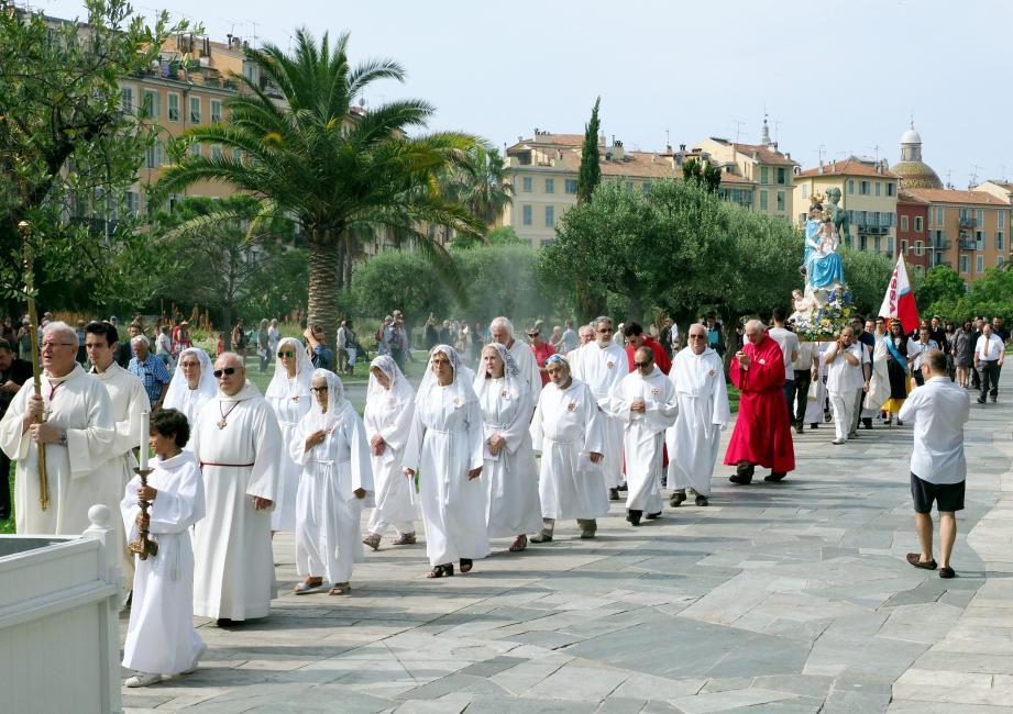 C'est en procession et en musique que la statue de la Vierge a rejoint depuis la place Saint-François son église pour célébrer, hier matin, la tradition du Vœu.