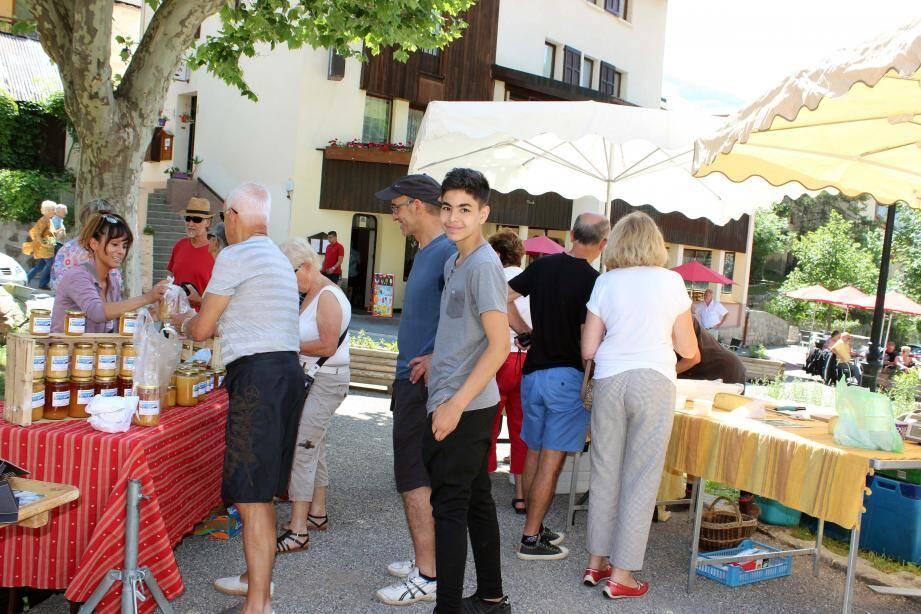 Stands de produits locaux, maraîchers, artistes : la fête du pain a fédéré le village.