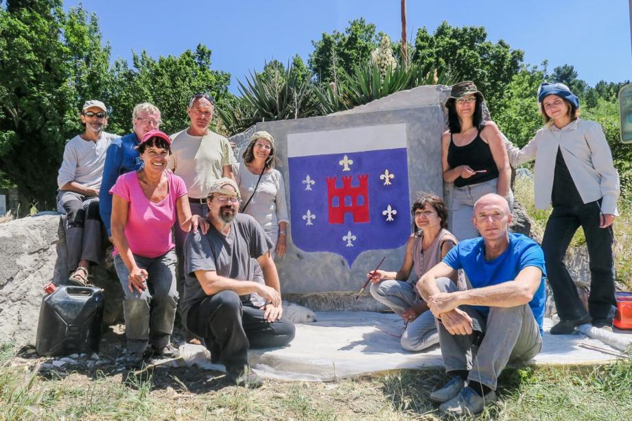 Les stagiaires se sont appliqués à reproduire, via une fresque murale, le blason historique.(DR)