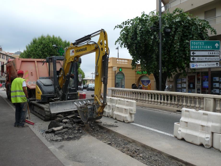 Le renouvellement des réseaux d'eau est en cours et les travaux se font désormais de jour sur le boulevard Victor-Hugo.