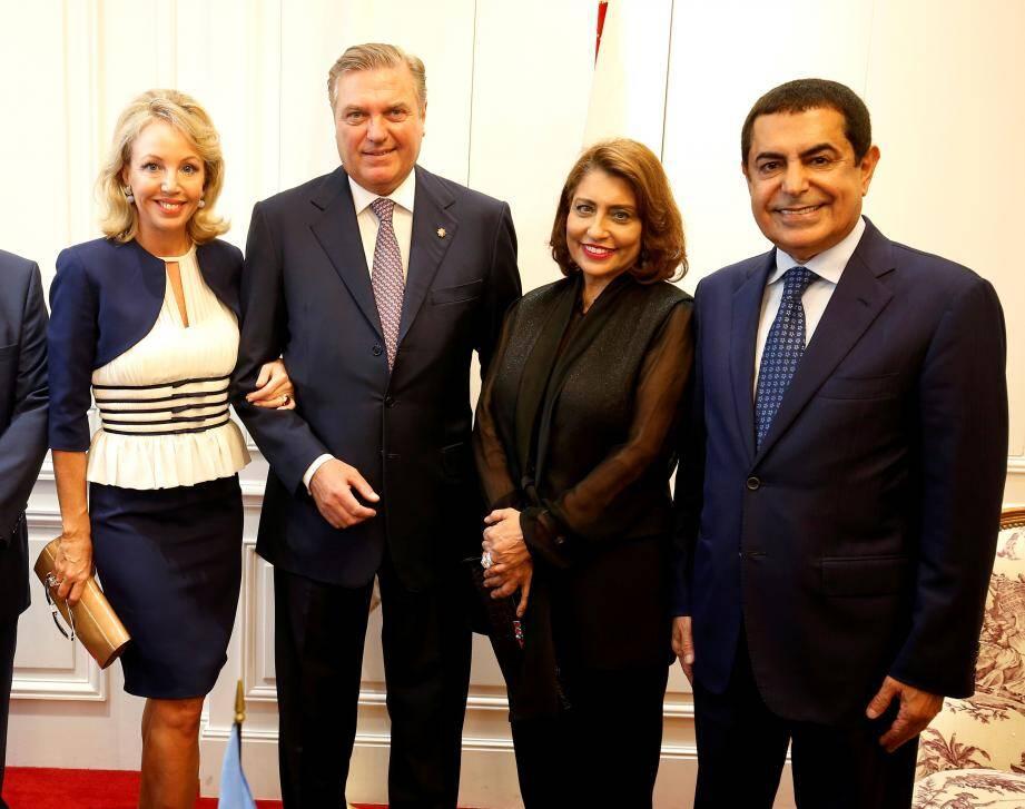 La princesse Camilla de Bourbon des Deux Siciles, Nassir Abdulaziz Al-Nasser, Muna Rihani Al-Nasser et le prince de Bourbon des Deux Siciles, à l'Hermitage.(DR)