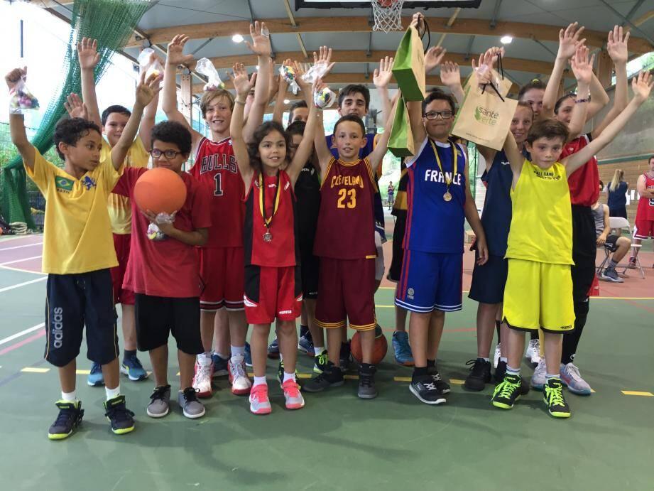 Les membres du Basket club des Baous, toutes générations confondues, se sont retrouvés pour dix heures de fête.