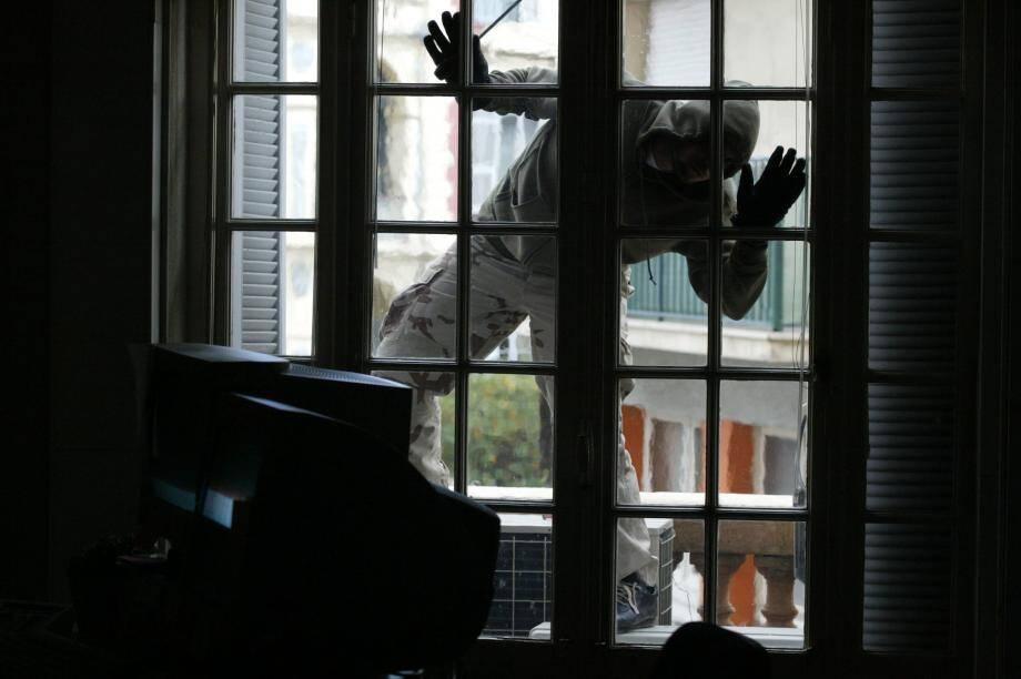 « J'ai escaladé le portail et j'ai réussi à rentrer dans le logement en forçant un volet avec des outils récupérés au sous-sol de l'immeuble», témoigne le prévenu à la barre.
