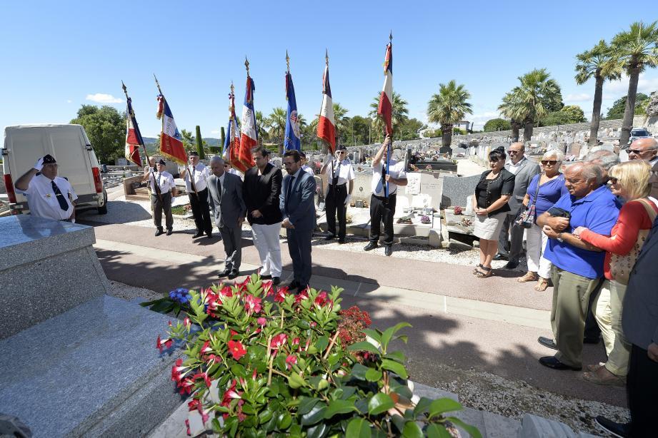 Le rassemblement au cimetière Sainte-Brigitte.