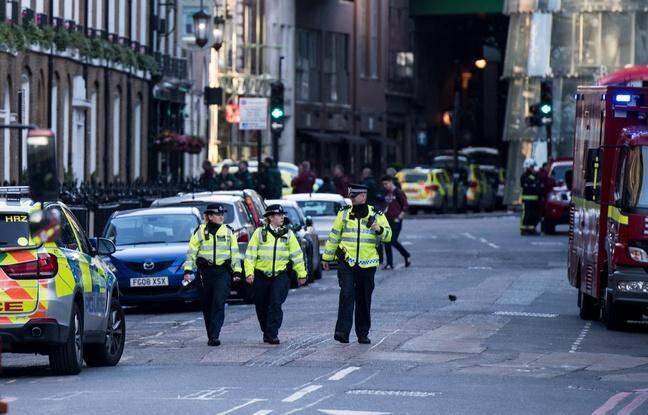 Des policiers à Borough Market, Londres.