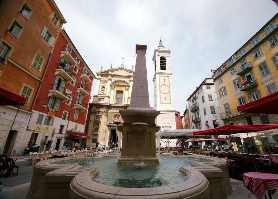 La place Rossetti, dans le Vieux-Nice.