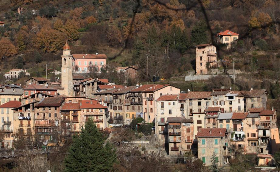 Une vue du vieux village de Roquebillière.