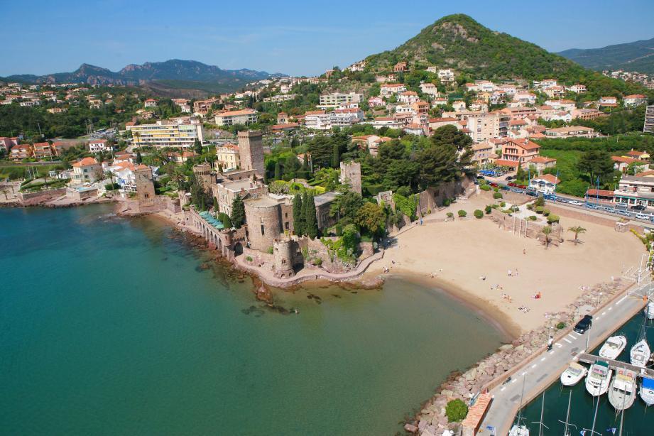 La plage du Château est fermée au public jusqu'à nouvel ordre.