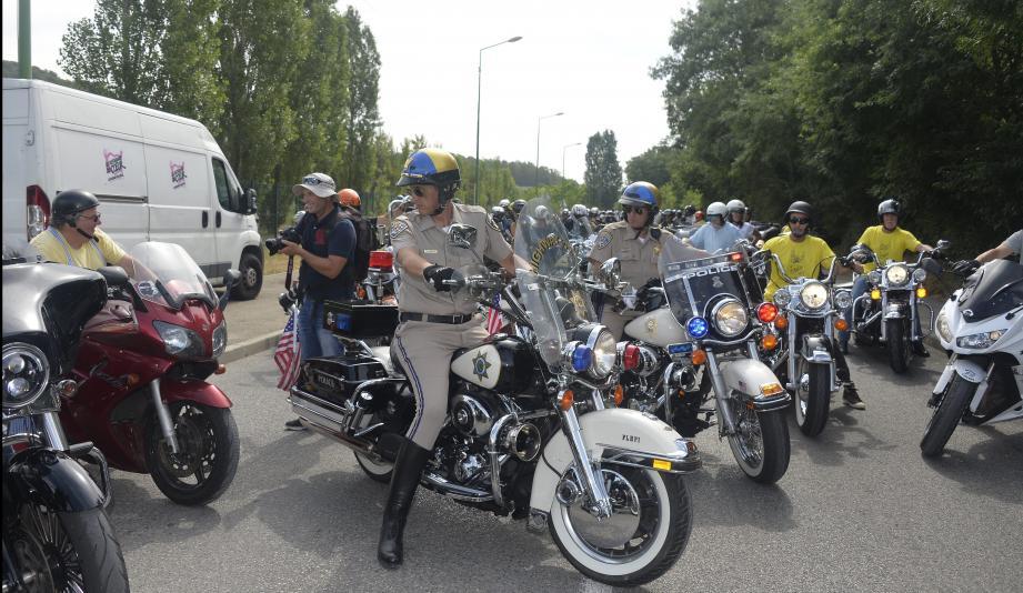 Les motards étaient au rendez-vous Coluche, hier à Opio, comme tous les ans. Ils y ont retrouvé le sosie de Coluche et croisé quelques personnages hauts en couleurs, comme, à gauche, la nouvelle amie de notre dessinateur Kristian.