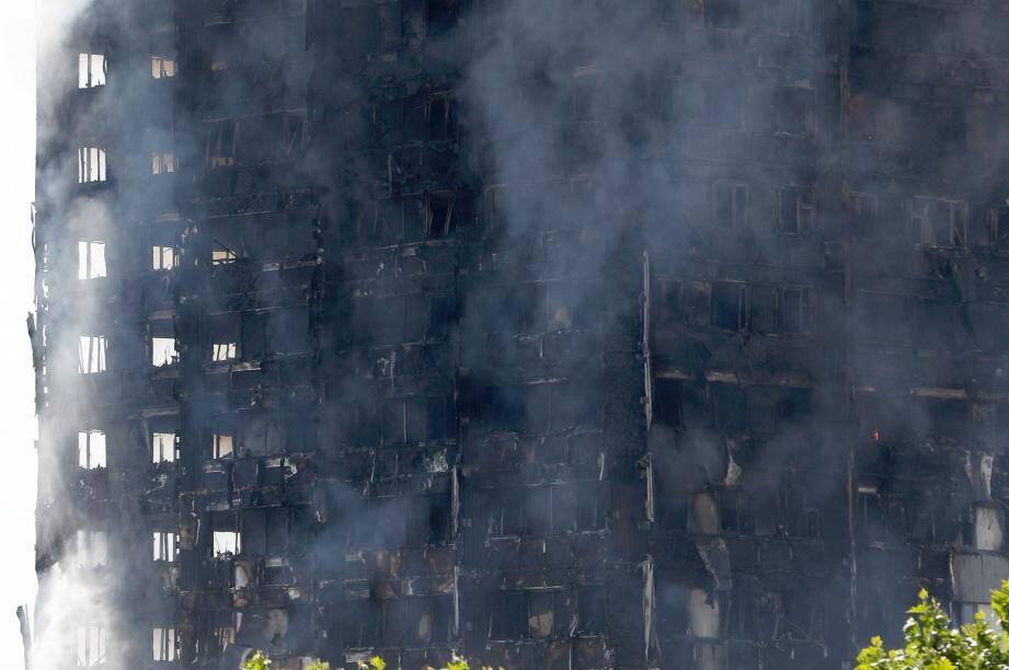 Le feu a pris dans cette tour de logement sociaux.