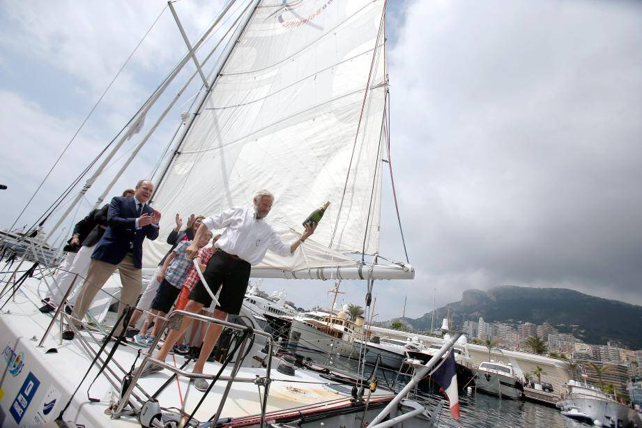 Arrivée d'Yvan Griboval et son voilier de 16m le