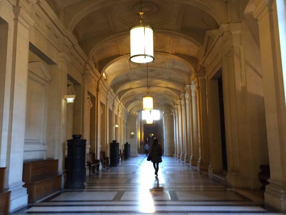 Au palais de justice de Paris, près de la salle d'assises.