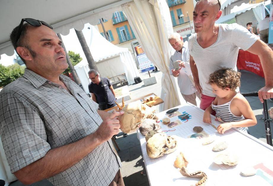 La journée de l'archéologie place Toja.