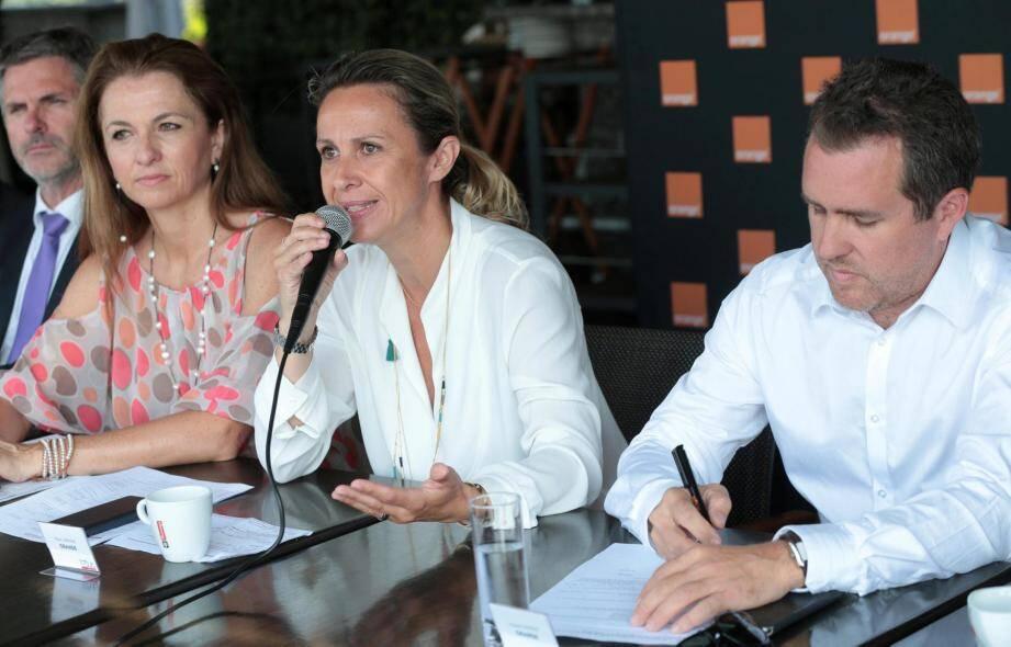 Maya Serigne, directrice de la transformation digitale et de l'innovation sociale chez Orange Sud-Est, entourée de Vincent Parisot, son directeur de la communication, et Valérie Perotti, responsable de la communication externe dans les AM et le Var.
