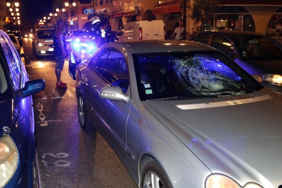 La voiture roulait à vive allure et n'a pas pu s'arrêter à temps.