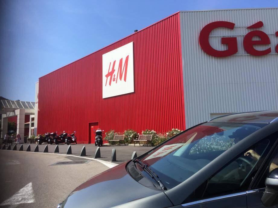 La boutique H&M s'est installée à Mandelieu en août 2016