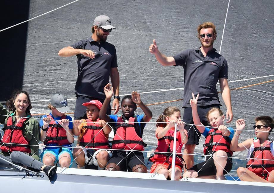 Pierre Casiraghi avec les jeunes de l'école de voile du Yacht-Club. De quoi faire naître des vocations !