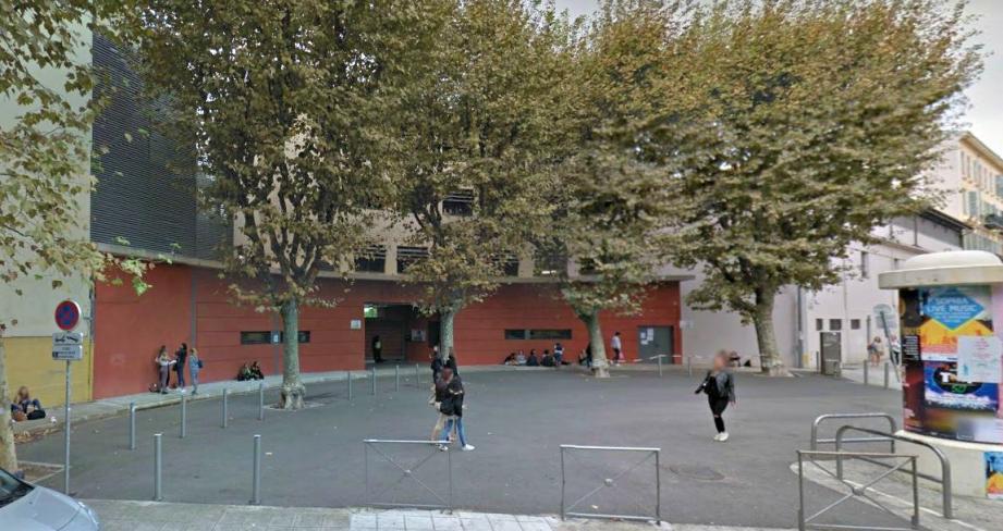 Deux lycéens de Sasserno ont été pris pour cibles.