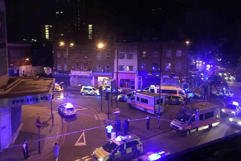 Des véhicule de secours dans le quartier de Finsbury Park, dans le nord de Londres, le 19 juin.