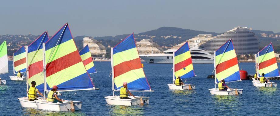 À partir du 3 juillet, les stages de voile démarreront à Cagnes-sur-Mer, une semaine avant la fin officielle de l'année scolaire.
