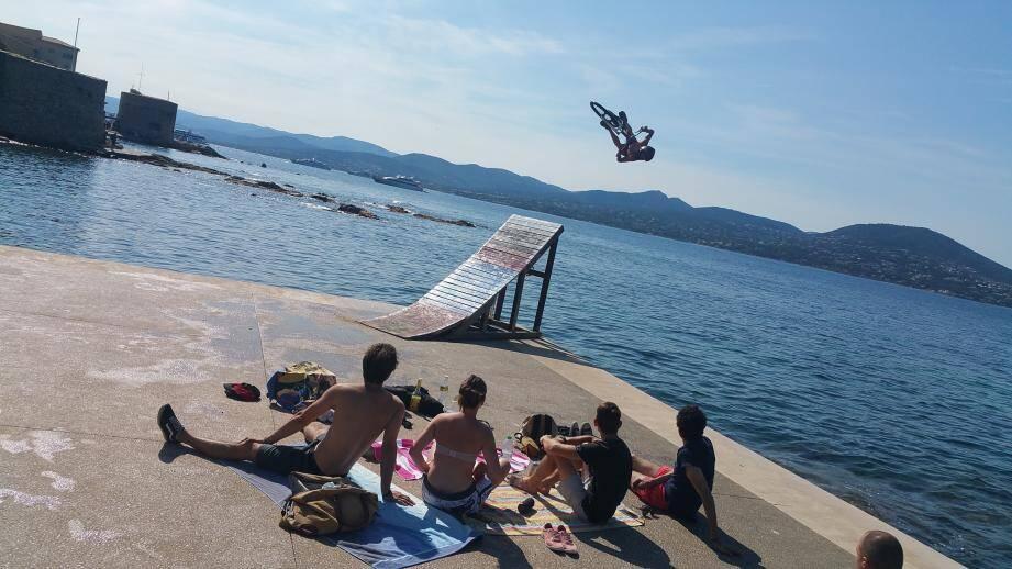Un beau spectacle, quai de la Pesquière à Saint-Tropez