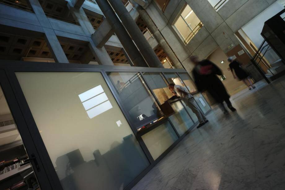 La salle des pas perdus du tribunal de Draguignan.