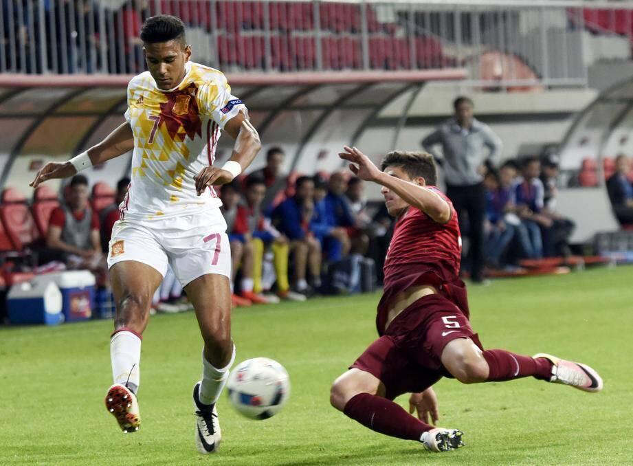 International U17 et U19 espagnol, l'ailier est dribbleur mais aussi buteur (7 buts en 10 sélections).