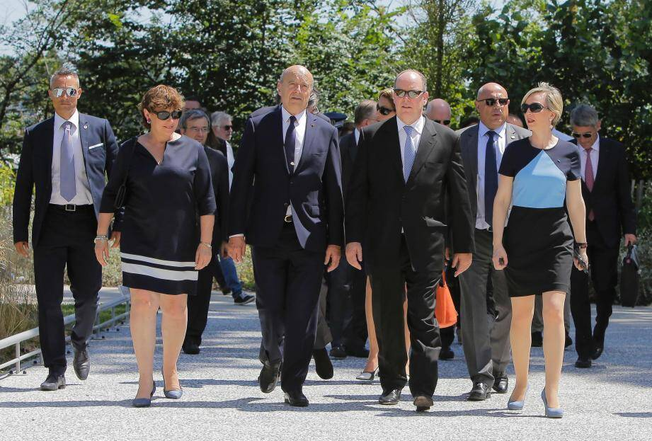 Le prince Albert a été accueilli par Alain Juppé, hier, avant une visite de la toute nouvelle Cité du vin.