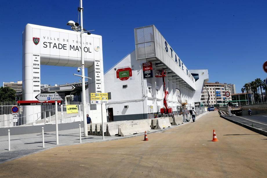 Les travaux sur le parvis, engagés par l'agglomération toulonnaise avec le concours des services de la ville de Toulon, seront livrés le 21 juillet, selon la municipalité.