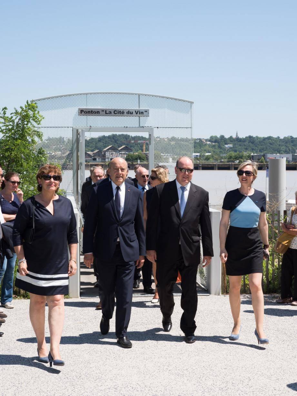 Le prince Albert II à la Cité du Vin avec le maire de Bordeaux, Alain Juppé.