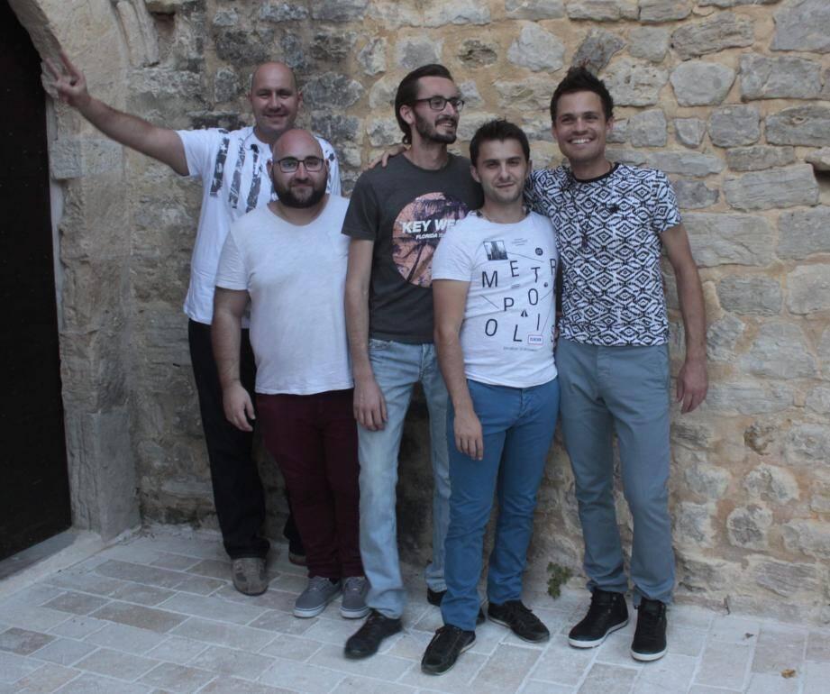 Cinq garçons dans le vent des Estivales.