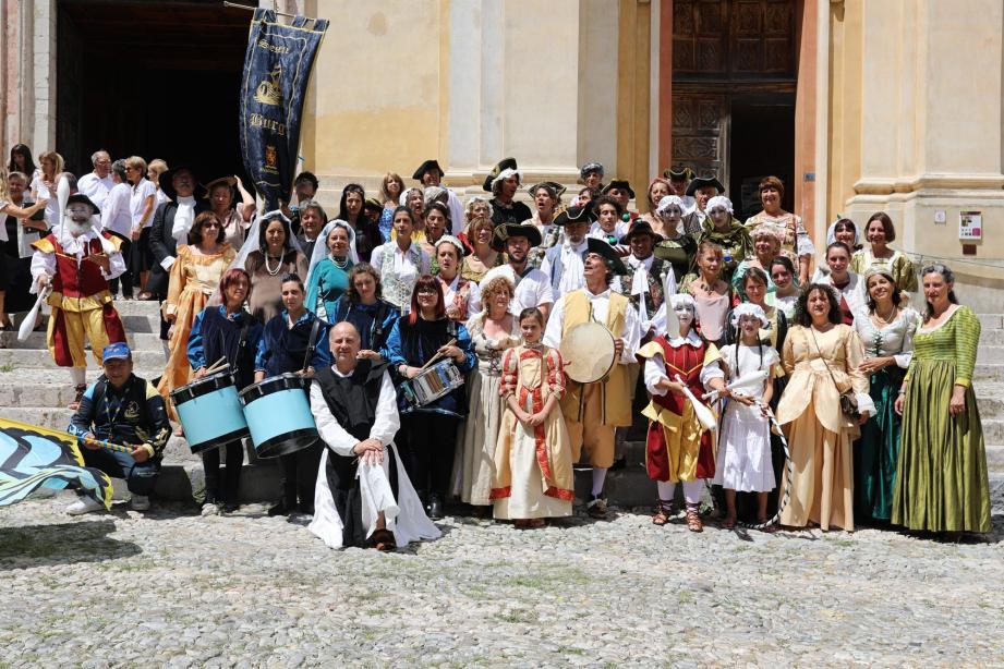 Avec moins de figurants costumés, la fête baroque a tout de même su amuser et surtout danser ici ou là les habitants et badauds.