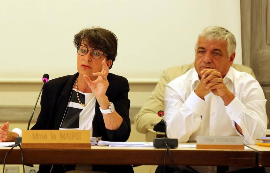 Les élus de la majorité ont applaudi Josette Pons debout, au terme de sa déclaration de renoncement, dans laquelle elle a dit sa satisfaction du travail effectué par la municipalité depuis trois ans.