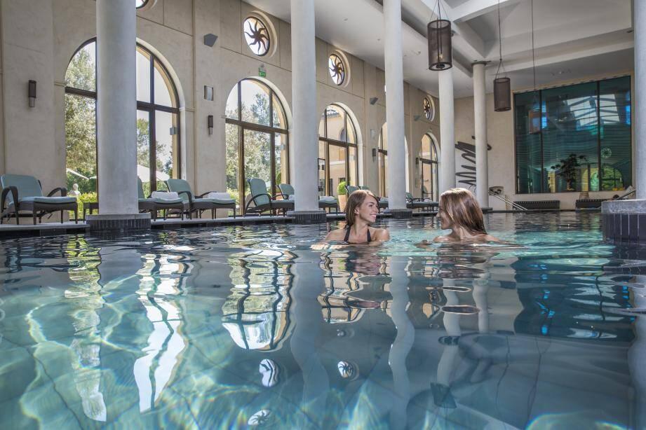 Réveil sportif dans la piscine, avant les soins.(Repro DR)