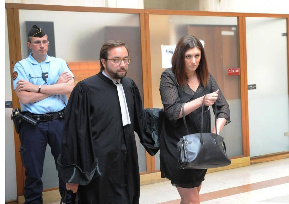 Sandra Bertin accompagnée par son défenseur Me Adrien Verrier.