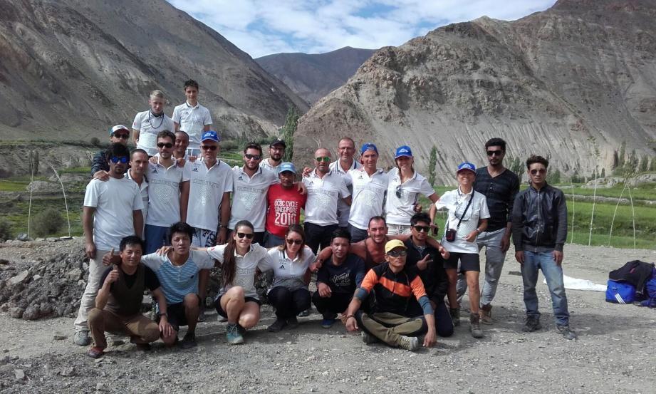 Dix-sept marcheurs azuréens gravissent avec leurs sherpas le Stok Kangri dans l'Himalaya en hommage aux victimes de l'attentat de Nice.(DR)